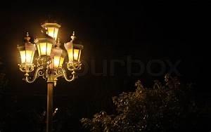 Licht In Der Laterne : alte laterne ein nacht foto licht von stra enlaternen stockfoto colourbox ~ Watch28wear.com Haus und Dekorationen