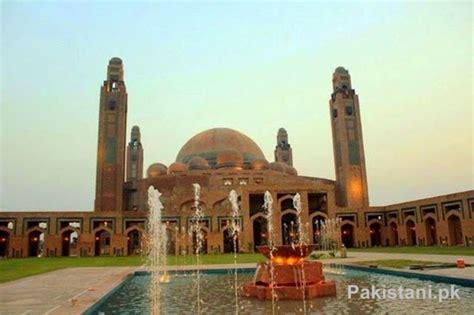 top   famous mosques  pakistan