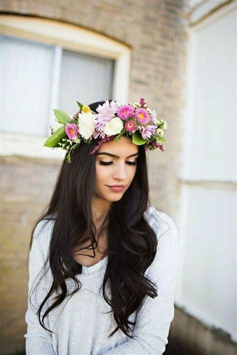Couronne De Fleurs Cheveux La Coupe De Cheveux Longs Pour Femme 70 Id 233 Es En Photos Archzine Fr