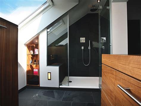 Kleines Bad Unter Treppe by Kleines Badezimmer Mit Schr 228 Ge