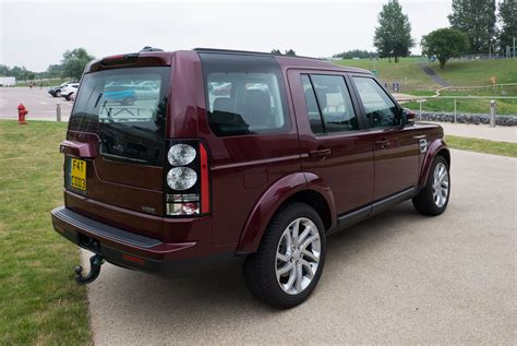 land rover discovery 4 file land rover discovery 4 hse 2016 rear jpg wikimedia commons