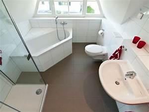 Kleines Bad Dusche : kleines bad mit dusche und badewanne ~ Markanthonyermac.com Haus und Dekorationen