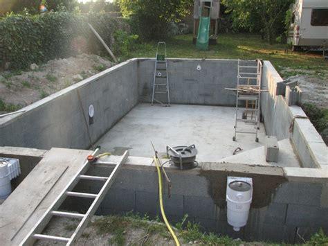 construire sa cuisine soi m麥e construire sa piscine parpaings r aliser une piscine en dur avec agglo bancher et b ton comment construire une piscine maison design piscine