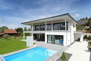 Moderne Häuser Bauen : edles villa von bau fritz mit pool im garten villa pinterest haus haus grundriss und villa ~ Buech-reservation.com Haus und Dekorationen