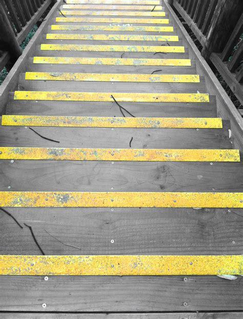 gambar kayu jalur lantai aspal garis kuning