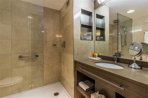 dans chambre hotel salle de bain chambre d hotel