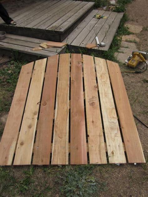 Zäune Holz Selber Bauen by Gartentor Aus Holz Bogen Rahmen Zusammen Bauen