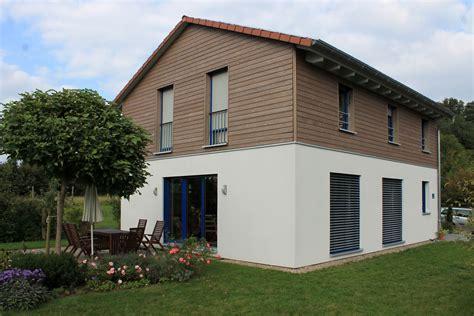 Einfamilienhaus Holzhaus Mit Ziegelfassade by Einfamilienhaus Holzhaus Satteldach Holzfassade