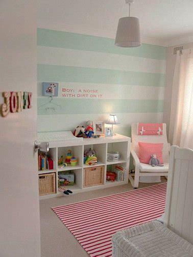 chambre bebe fille originale idee peinture rayrues vert deau pour une chambre bebe