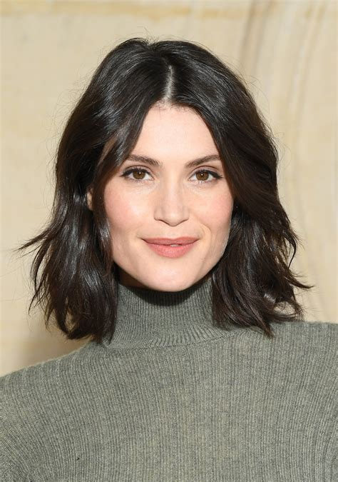 gemma arterton short wavy cut short hairstyles lookbook stylebistro