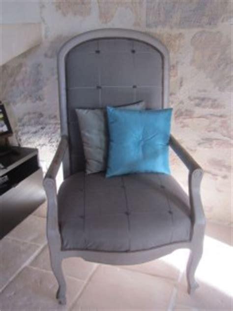 un fauteuil voltaire revisit 233 cr 233 dit photo catherine