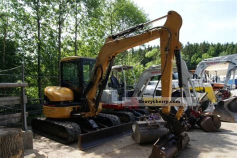 cat  cr  minikompact digger construction equipment photo  specs