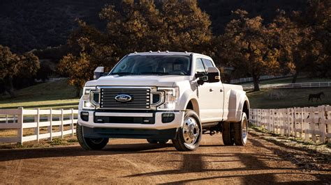 ford   super duty limited crew cab  wallpaper