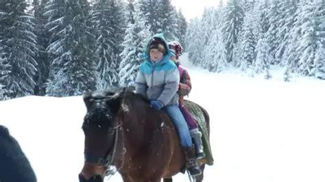 bez ijednog izostanka brat i sestra putuju 16 kilometara
