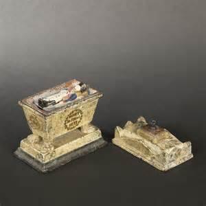 encrier représentant le tombeau de napoléon ier en fonte
