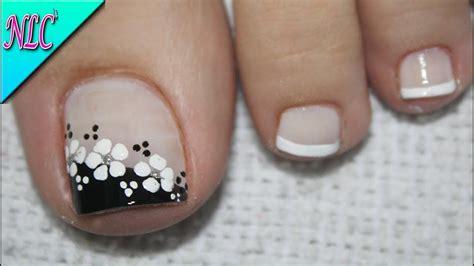 Cuando de diseños de uñas se trata las posibilidades son infinitas, puedes llevarlas con la punta blanca, piedras, en colores neón, con flores, ¡uff! Pin en video pies