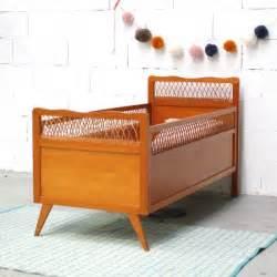 Lit Bebe Rotin : lit b b vintage en bois et rotin ~ Teatrodelosmanantiales.com Idées de Décoration