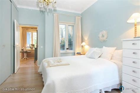 light blue walls vaaleansiniset sein 228 t bedrooms
