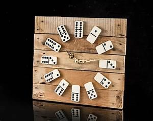 Uhren Aus Holz : uhren schicke domino uhr aus alter weinkiste ein designerst ck von le artisan bei dawanda ~ Whattoseeinmadrid.com Haus und Dekorationen