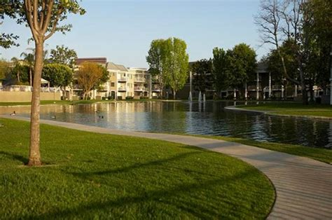versailles   lakes apartments  south plaza dr