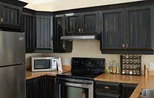 armoire de cuisine en pin a vendre et maintenant la cuisine à refaire