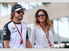 Fernando Alonso, McLaren, mit Freundin Lara Alvarez bei GP