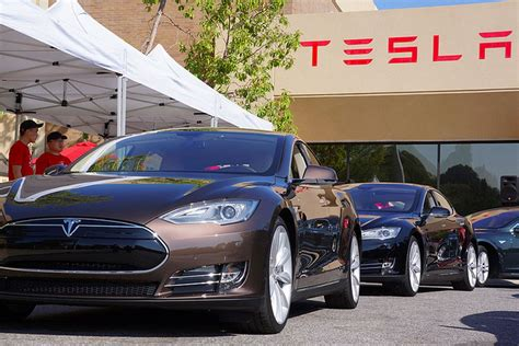 tesla engineer joins apple s growing team of automated car experts recode