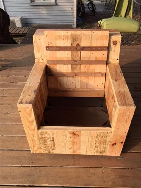 Armchair With Storage by Armchairs From Repurposed Pallets Wood Pallet Ideas