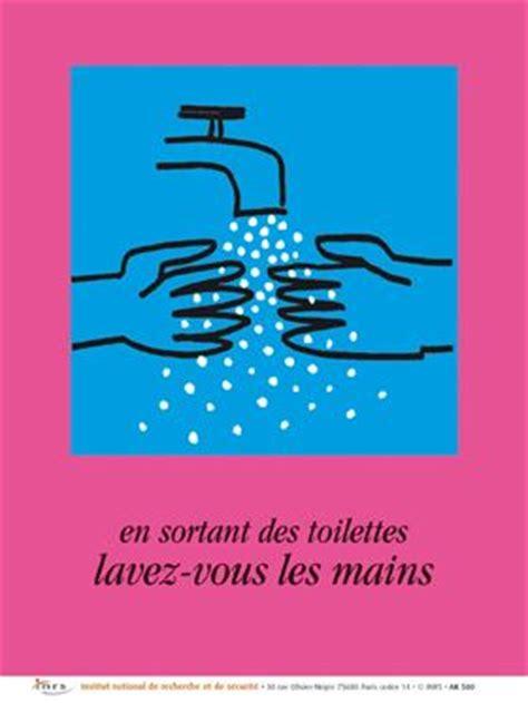 en sortant des toilettes lavez vous les mains autocollant inrs