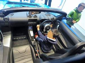 File:The interior of Tesla Roadster.jpg - Wikimedia Commons
