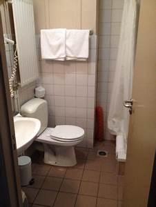 salle de bain minuscule et vieillotte photo de infotel With minuscule salle de bain