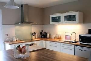 Cuisine bois et gris galerie et cuisine carrelage noir for Deco cuisine avec chaise cuisine grise
