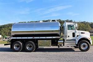 4000-gallon Septic Truck