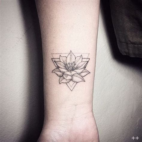 fior di loto tatoo 55 bei disegni lotus tatuaggio tatuaggi e piercing
