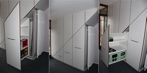 Garderobe Unter Offener Treppe