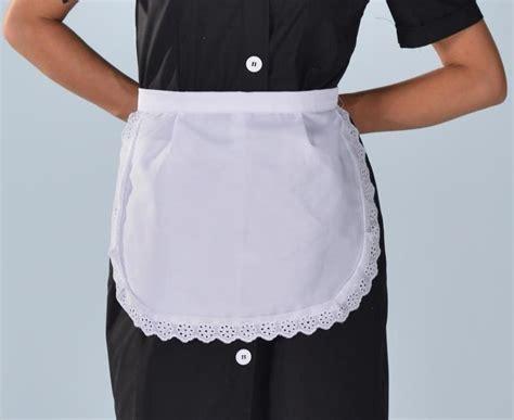 tablier blanc finition dentelle vêtements hôtellerie