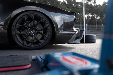 Bugatti says that the top speed of the chiron is a bit of an unknown quotient for now, until they figure out just how much punishment the tyres can take. Bugatti Chiron is the new speed king - 490.484 km/h ...