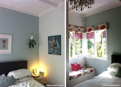 Grey feature wallpaper living room