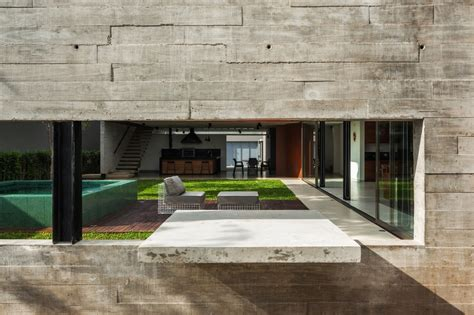 Steel, Concrete, And Stone Home With Central Courtyard : Dual Direction Concrete Home Surrounds Poolside Courtyard