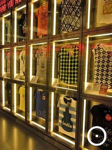 Visual Merchandising Studium : die besten 25 tshirt display ideas retail ideen auf pinterest kinder shop display gebrauchte ~ Markanthonyermac.com Haus und Dekorationen