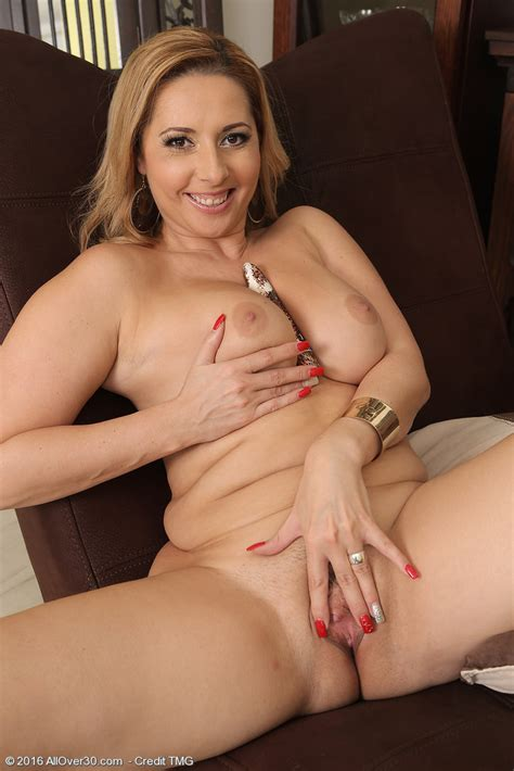 Latina Honey Daria Glower Shows Her Big Boobs and Uses a ...