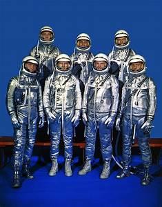File:Original 7 Astronauts in Spacesuits - GPN-2000-001293 ...