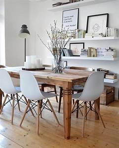 Design Stühle Esszimmer : ein wundersch ner gro er holztisch einzigartige design st hle und schlichte deko pieces sorgen ~ Orissabook.com Haus und Dekorationen