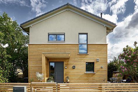 Holz Und Haus by Holz Fertighaus Ein Berzeugt Durch Gnstige Baupreise Und