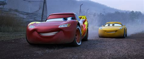 Wallpaper Cars 3 Lightning Mcqueen Cruz Ramirez