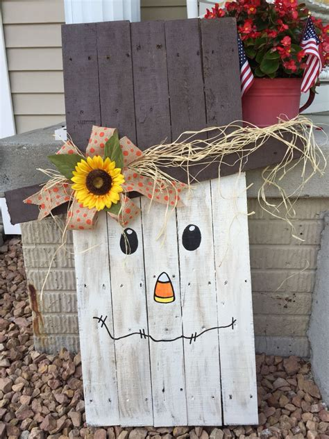 pallet scarecrow fall decorations porch fall decor