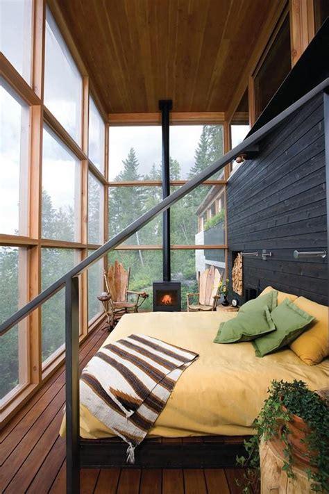 chambre dans veranda la veranda moderne transformée en coin de sommeil estival