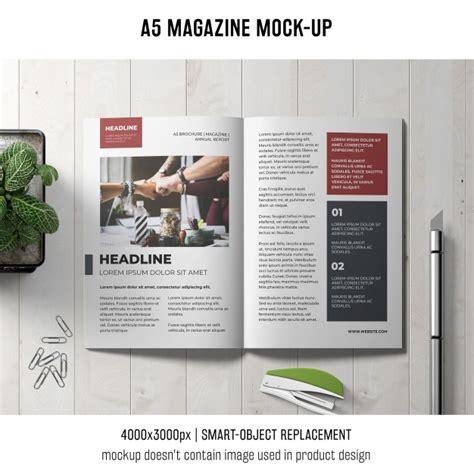 mag de gratis mockup de revista a5 en mesa descargar psd gratis