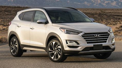 Tucson pushes the boundaries of the segment with dynamic design and advanced features. Hyundai Tucson, dopo il restyling ti assiste di più