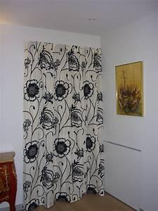 comment habiller votre porte d39entree avec un rideau With rideaux de porte d entrée isolant